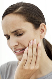 woman is having TMD pain in need of TMJ therapy in Ottawa